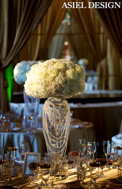 Flowers and pearls table setting